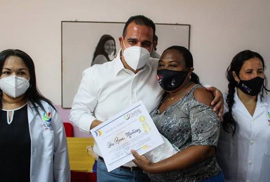 Elogian labor de médicos en la lucha contra el Covid-19