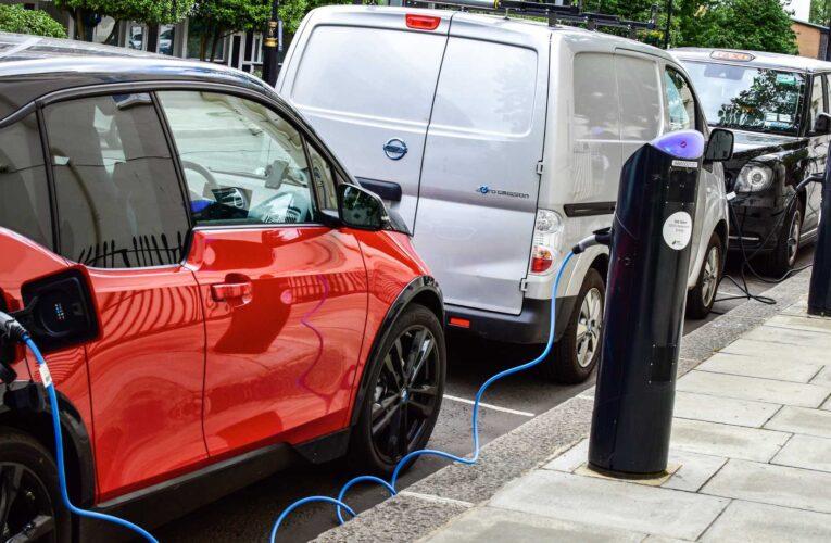 Reino Unido prohibirá carros a gasolina en 10 años