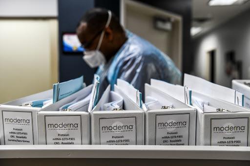 Moderna espera comprobar eficacia de su vacuna este mes