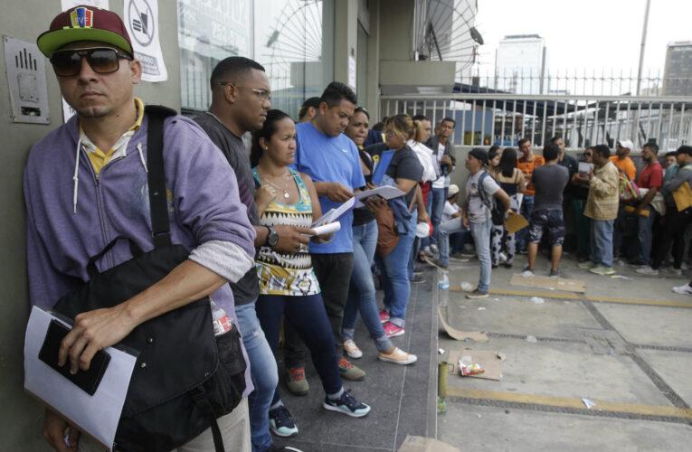 Perú aprobó medidas especiales para regularizar venezolanos