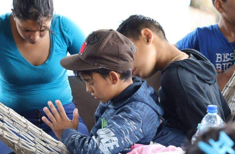 Exigen reunificación familiar para niños deportados en noviembre