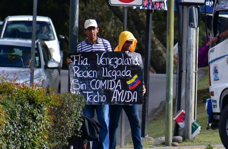 Acnur firma acuerdo para impulsar empleo de venezolanos en Colombia