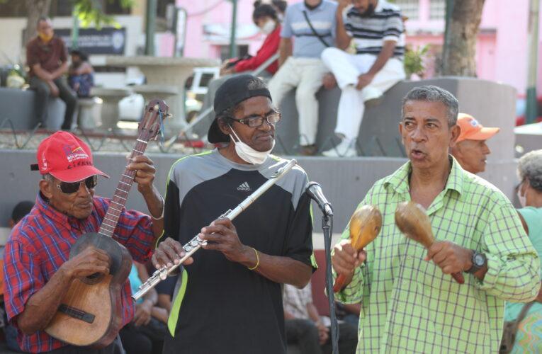Músicos homenajearon a José del Pino