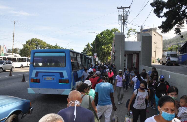 Transporte público al 30% por falta de gasolina