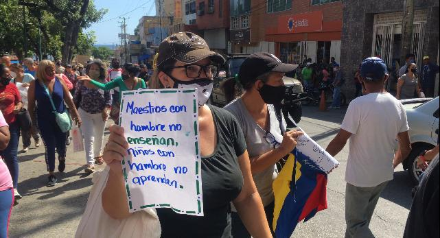 Docentes culminan período escolar con deudas y protestas