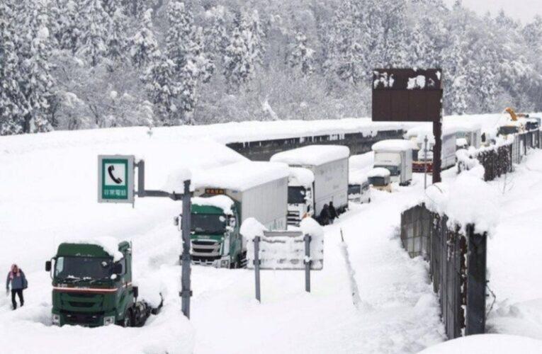 8 muertos y 240 heridos por tormenta de nieve en Japón
