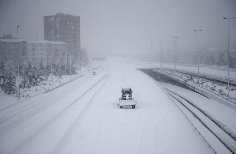 3 muertos por tormenta de nieve en España