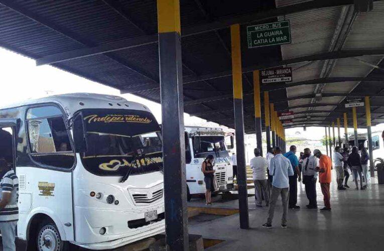 Cinco líneas cubren la ruta Valencia-La Guaira por $5