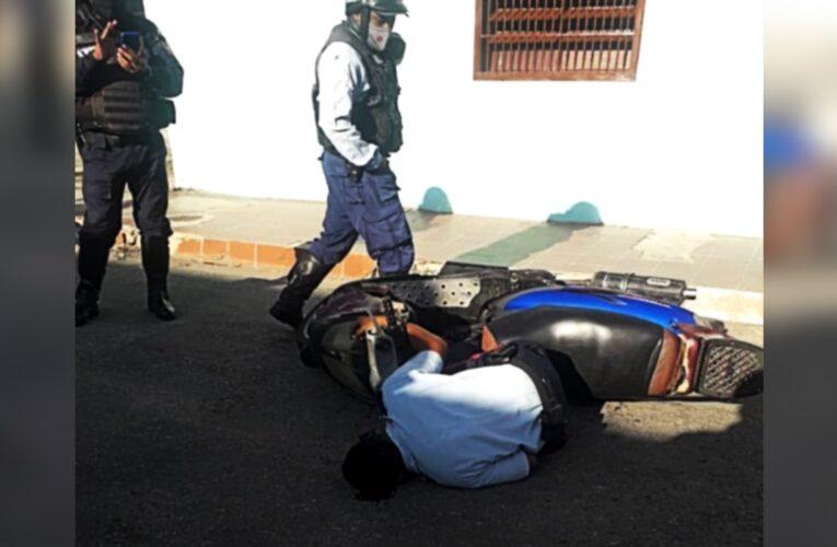 Atraparon a mecánico que mató a policía cuando le daba la cola