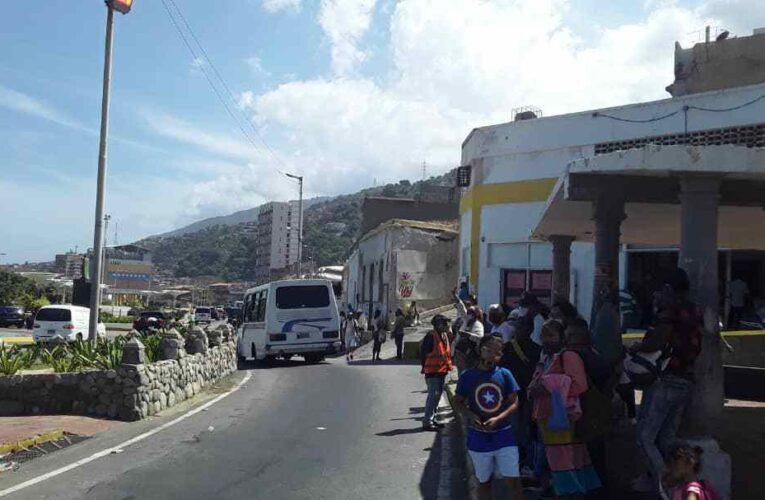 Persiste el déficit de buses en la Catia la Mar-Caribe