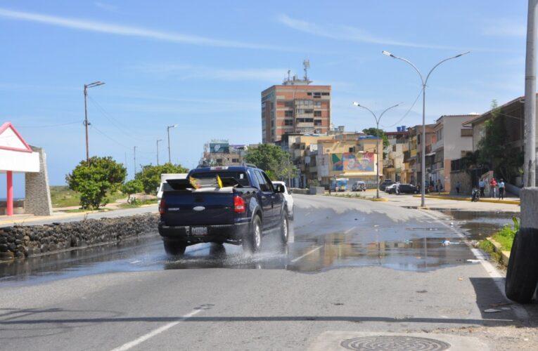 Aguas servidas rodean la UE República de Panamá