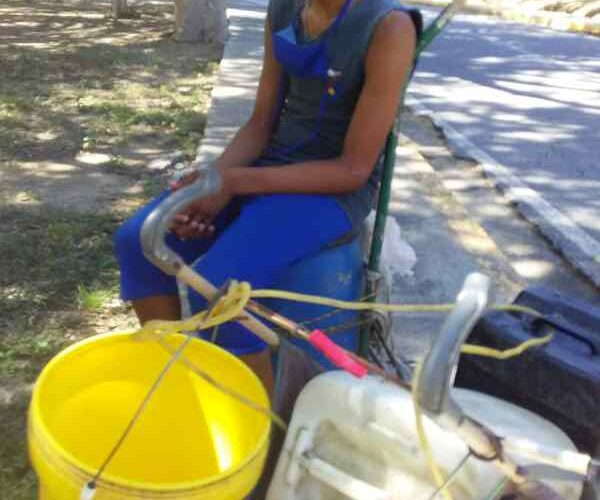 Sin una gota de agua 160 familias refugiadas en el Canes