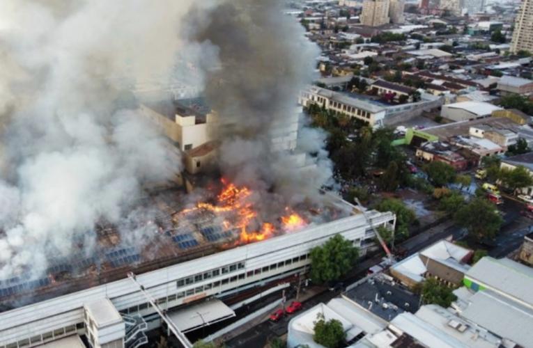 Se incendia hospital en Santiago de Chile