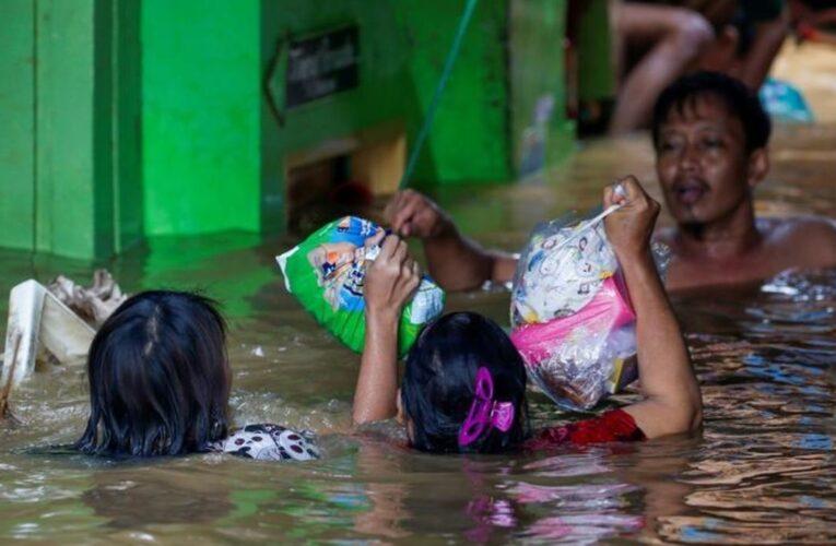 Al menos 20 muertos en Indonesia por inundaciones