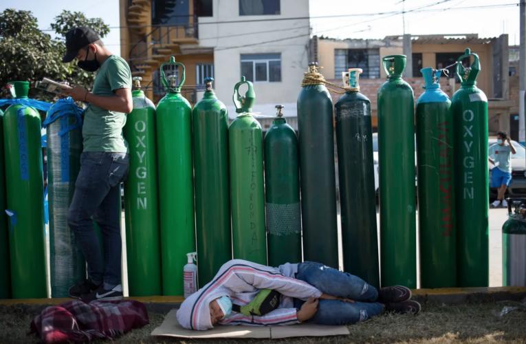 Colas de 3 días para comprar oxígeno en Lima