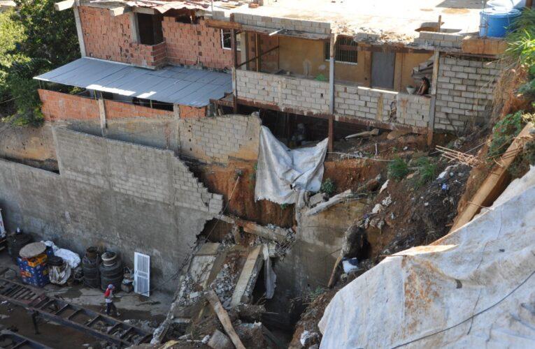 Ignoran a afectados por muro caído en Caraballeda