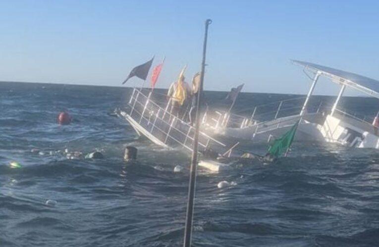 Se hundió barco con 60 turistas en México