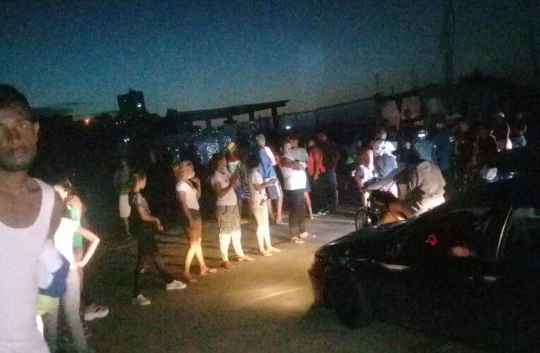 Hasta 3 días sin luz tienen zonas de La Guaira