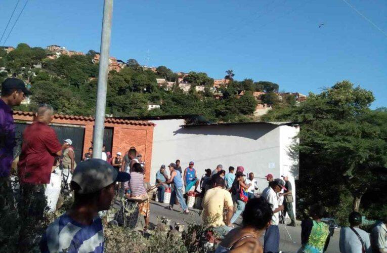 4 meses sin gas en la calle Sucre de Catia la Mar