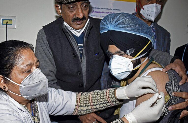 India aplica 220.000 vacunas en dos días