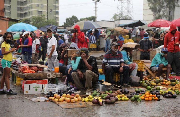 """""""La dolarización puede ayudar a frenar la hiperinflación"""""""