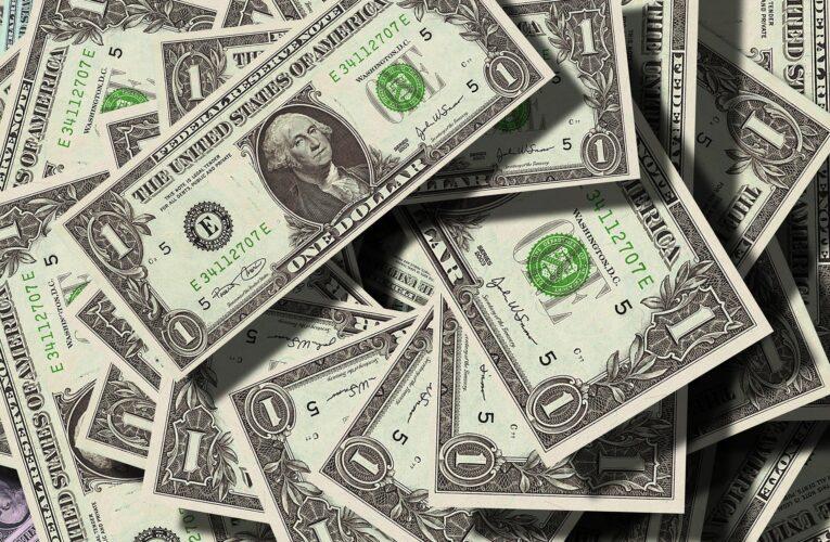 Luis Oliveros: La dolarización no acabará con la crisis ni con la hiperinflación