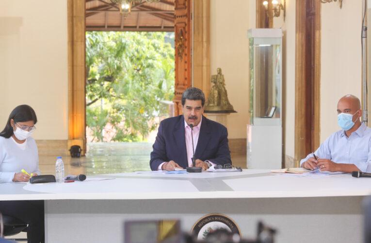 Maduro fija para abril el retorno a clases presenciales