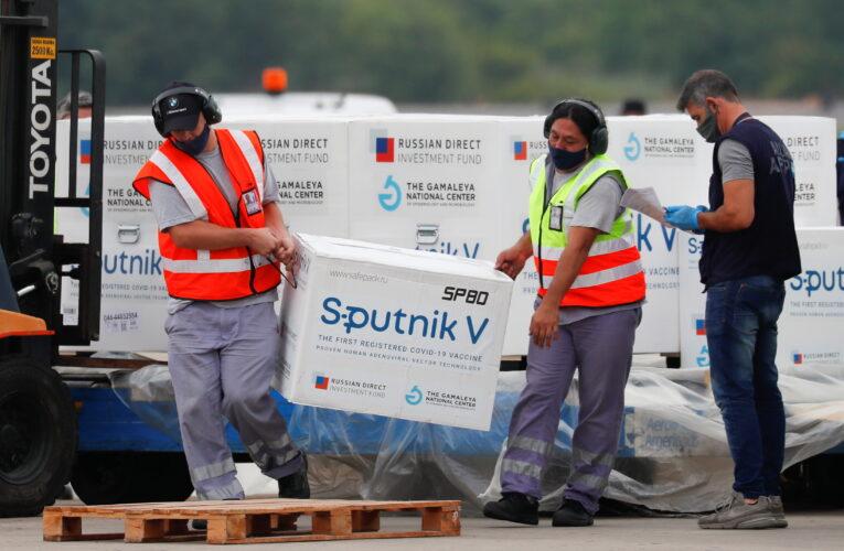Rusia busca producir la Sputnik V en otros países para cubrir la demanda