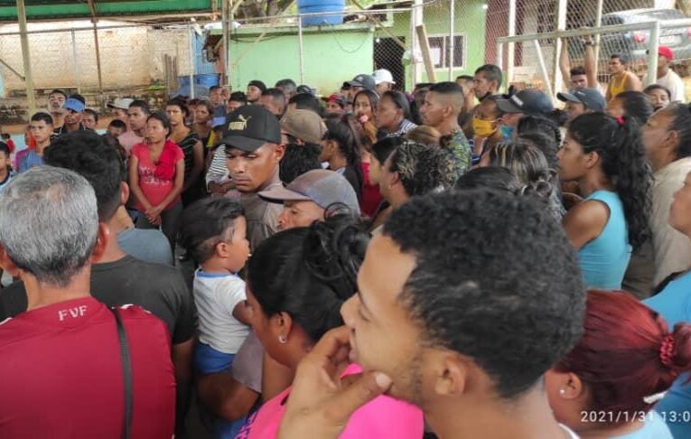 Protestan en El Callao por detención de ocho mineros