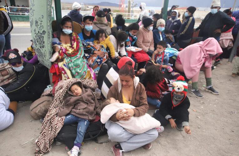 ONG chilenas condenan deportación de migrantes