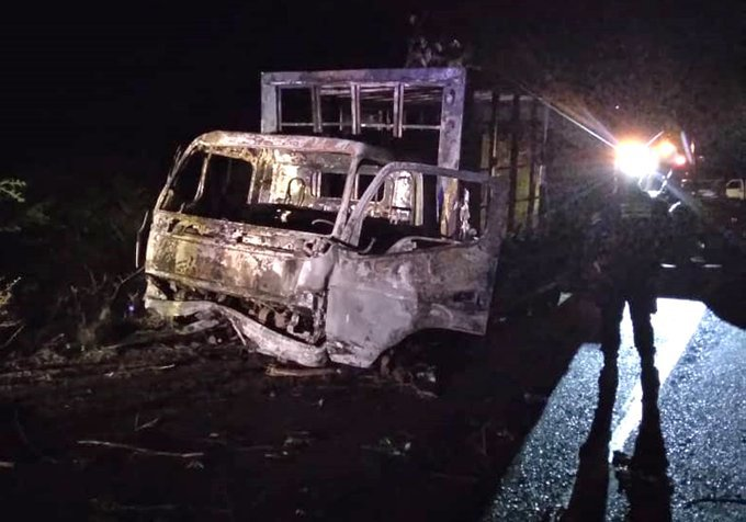 Un muerto deja ataque a un camión con una molotov