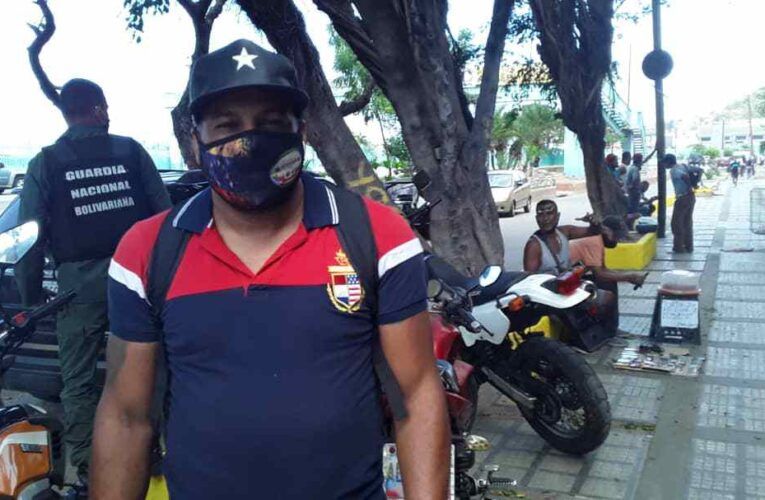 Mototaxistas aceptan trueque para enfrentar escasez de efectivo