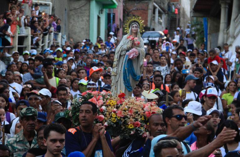 Este año el recorrido de la Virgen de Lourdes será sin peregrinos