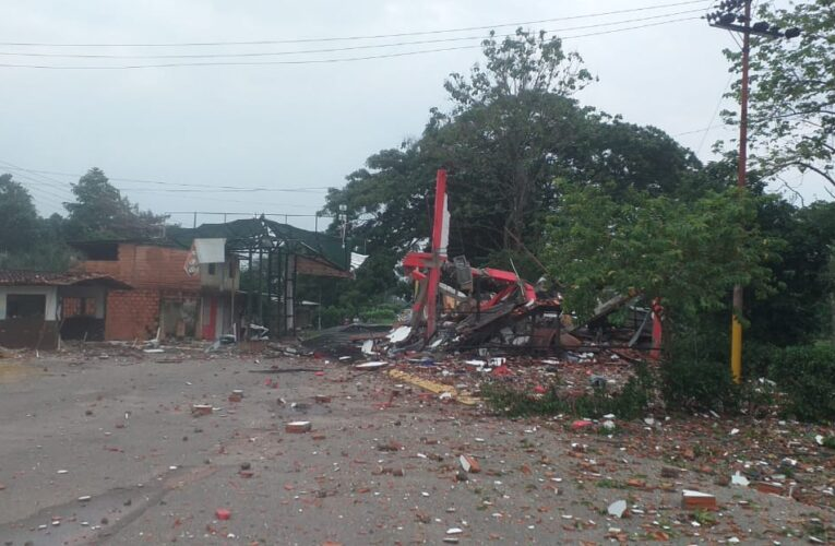 Destruidos con explosivos punto de control de las FANB y sede del Seniat en Apure