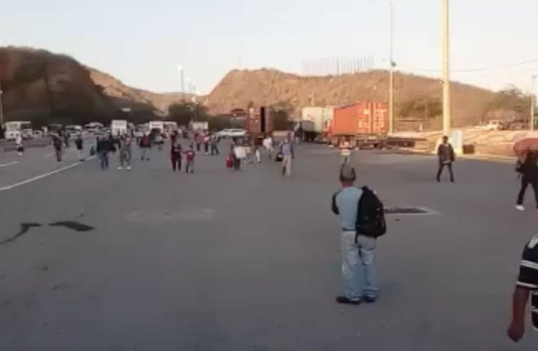 Choferes y pasajeros fueron devueltos en la Caracas-La Guaira