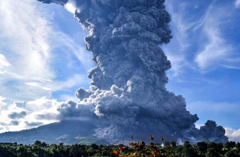 Volcán Sinabung de Indonesia hizo erupción