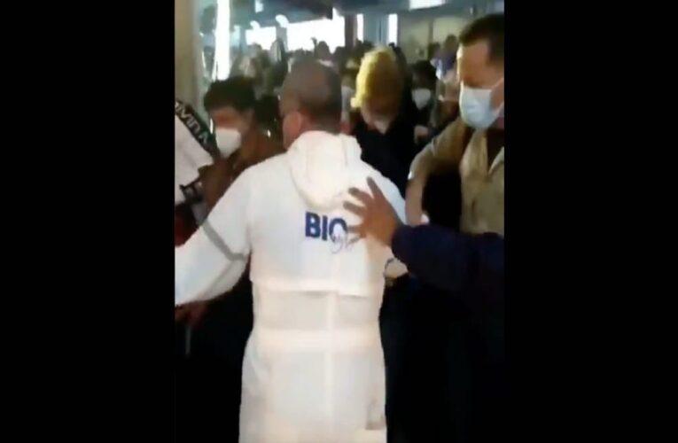 Pasajeros protestaron en el aeropuerto por cobro de PCR obligatoria