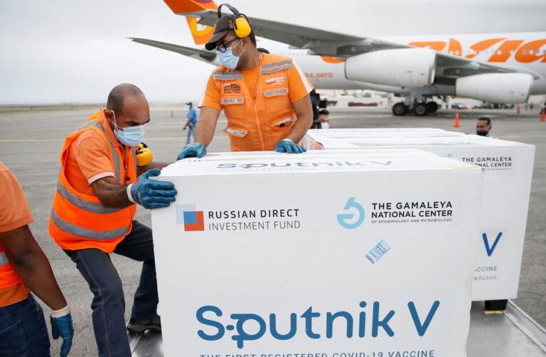 Llegaron 50.000 vacunas rusas