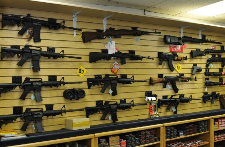 Biden pide prohibir las armas de asalto