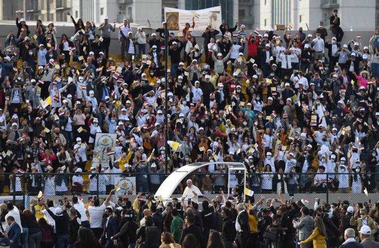Papa cerró histórica gira en Irak con misa multitudinaria