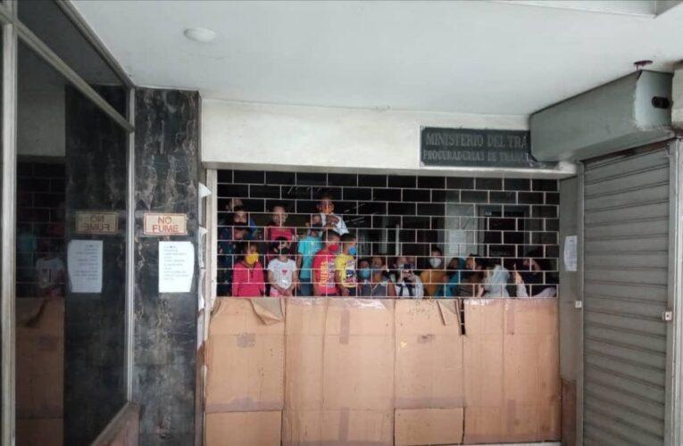 Embarazadas intentaron invadir edificio en Caracas
