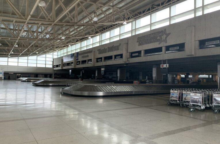 Inac extiende un mes más restricción de vuelos