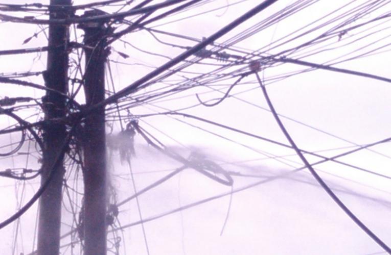 Peligro en Naiguatá por fallas en cables de alta tensión