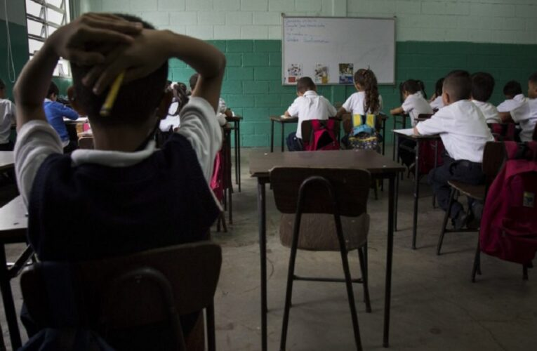 40 docentes han renunciado en 2021 porque como buhoneros ganan más