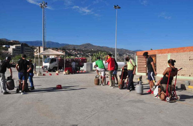 Guaireños ruegan que vuelva el abastecimiento de gas a los barrios