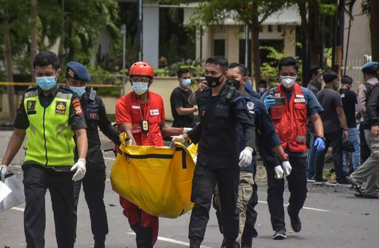 Ataque suicida frente a una iglesia católica deja varios heridos en Indonesia