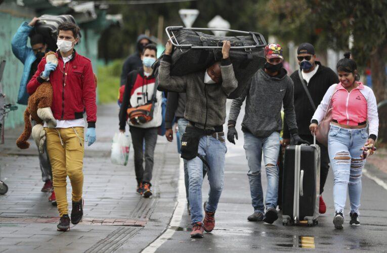 Colombia pide a los migrantes venezolanos esperar la apertura de la frontera
