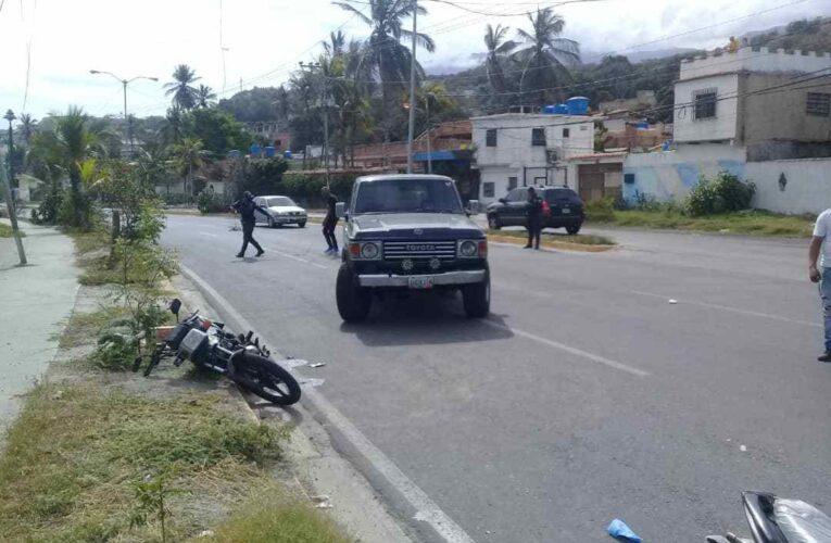 Samurai arrolló a motorizado estacionado en Playa Verde