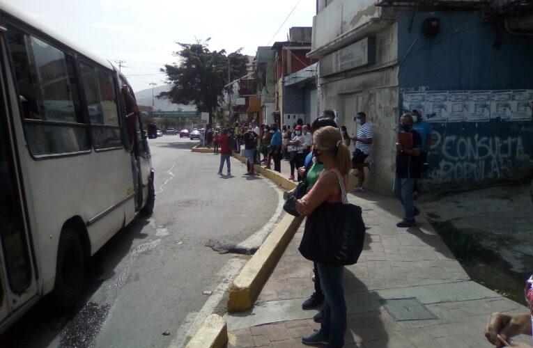 Una sola bomba surte gasoil y solo 20 buses atienden las paradas