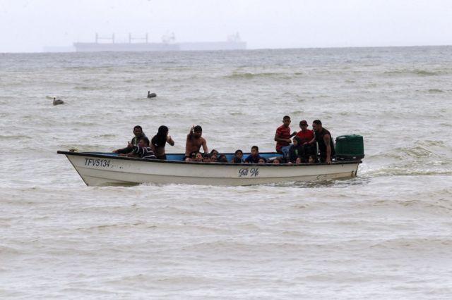 Presos 17 venezolanos por entrar a Trinidad